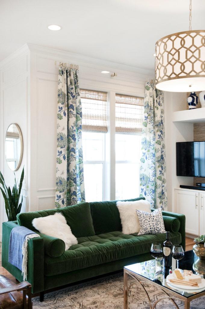 Okno w salonie klasycznym