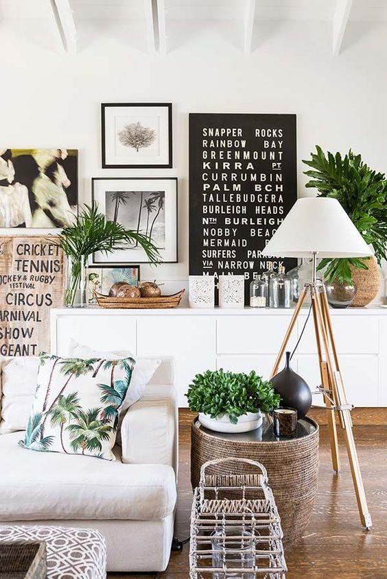Wystrój wnętrz inspiracje - salon z żywymi roślinami