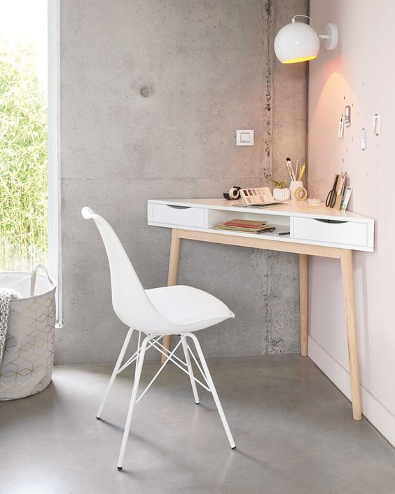 domowe biuro jak urządzić je z narożnym biurkiem