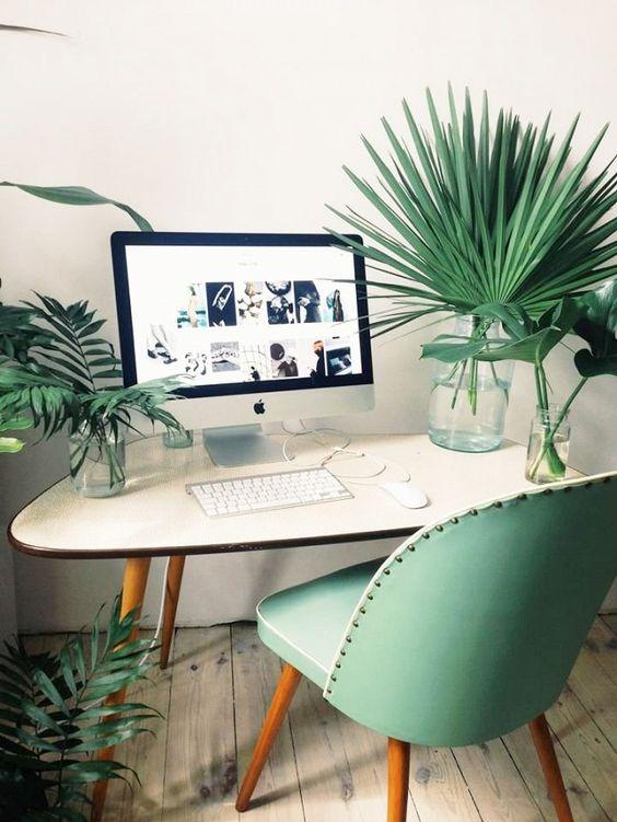 domowe biuro jak urządzić je w z motywem roślinnym