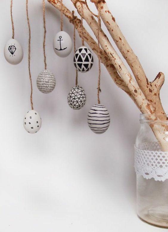 domowe dekoracje na święta wielkanocne czarno-białe pisanki