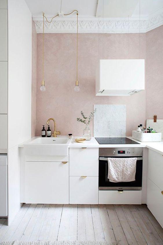 Wystrój wnętrz: Pudrowy róż w kuchni