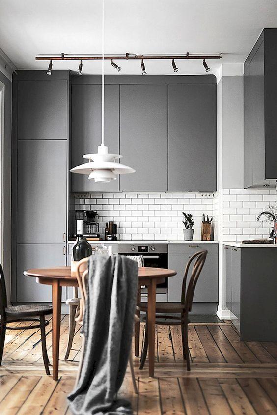 Stylowe połączenia: różne odcienie szarości w kuchni