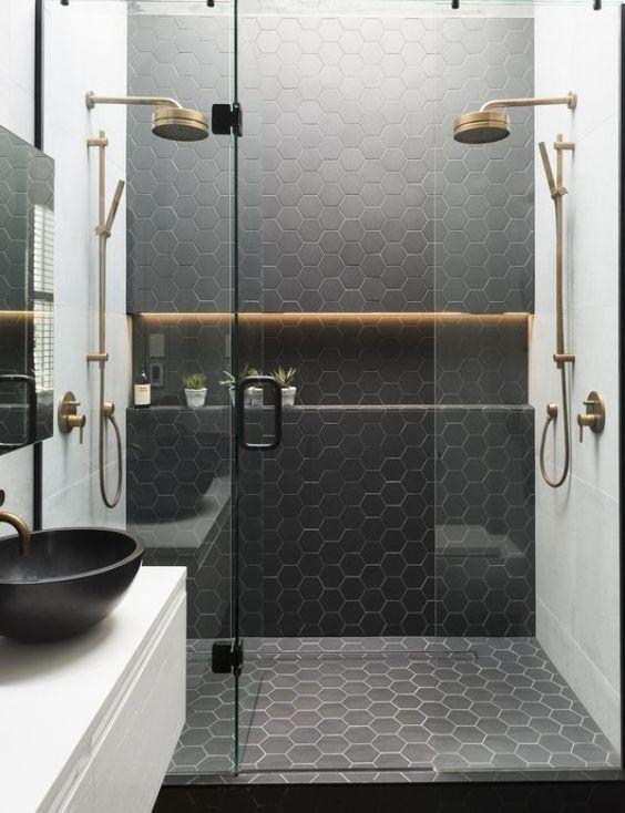 Wystrój wnętrz: Złote akcenty w łazience