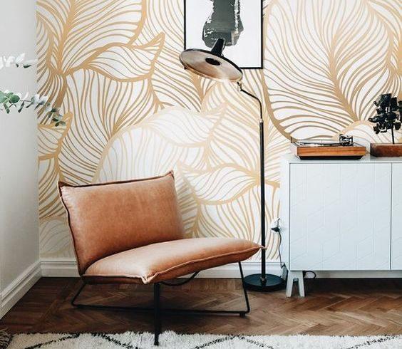 Wystrój wnętrz: Złote akcenty w mieszkaniu w formie tapet