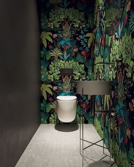 Egzotyczne rośliny na fototapetach do łazienki