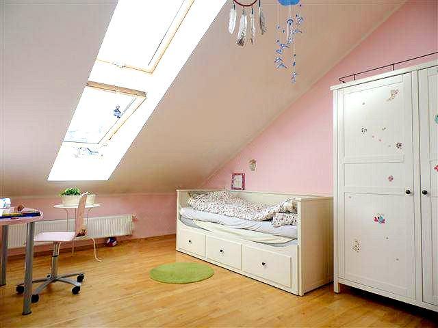 róż w pokoju dziecka