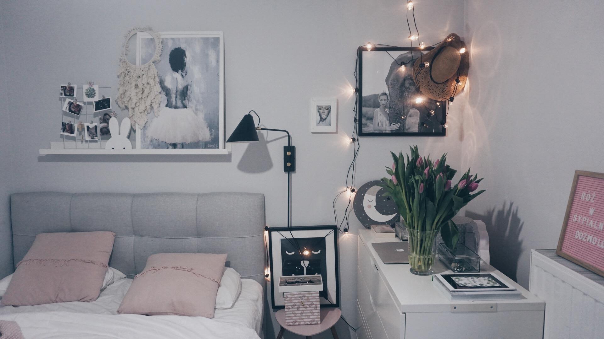 Różowe dodatki do sypialni