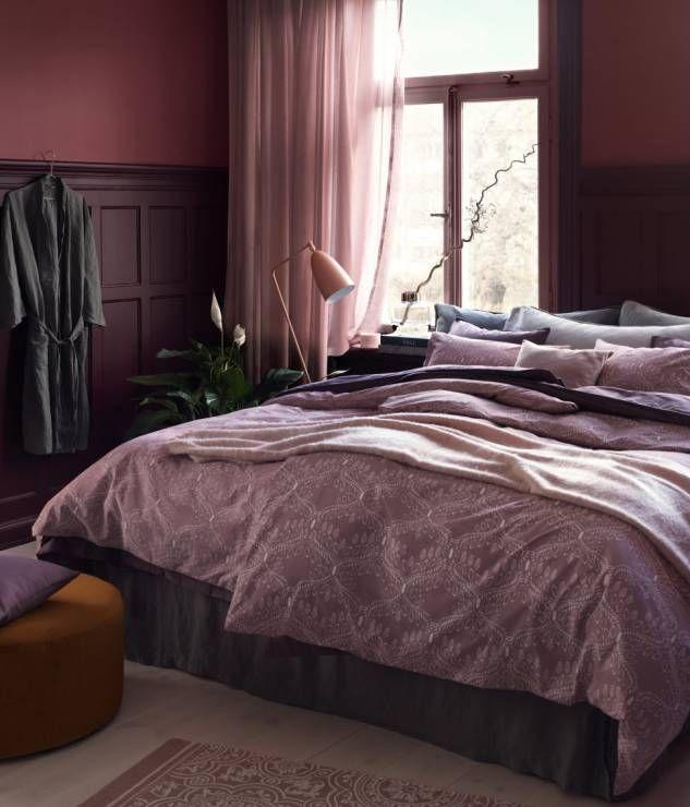antracytowe i burgundowe połączenia w sypialni